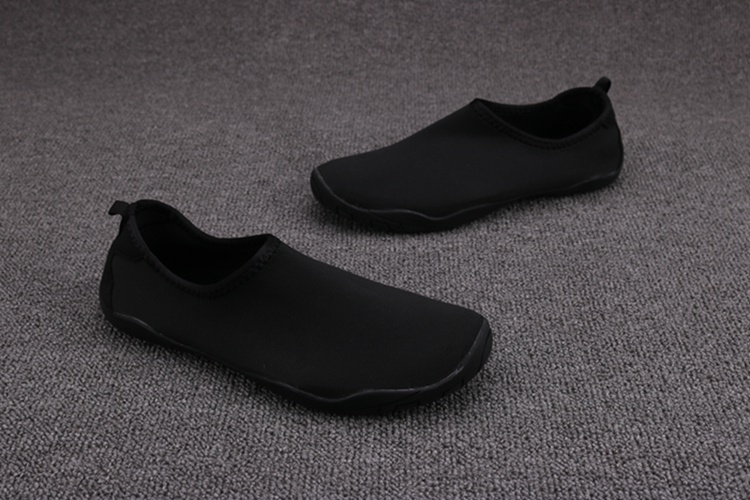 Drifting shoes are easy to carry. Summer f mens and womens convenient equipment anti slip trend amphibious cave shoes sandals