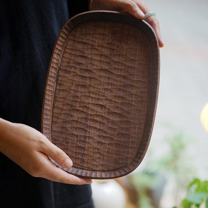 曼叙??は手で作った造物を使って、黒胡桃さくらんぼの木の楕円形の皿を作って食器を食べます。