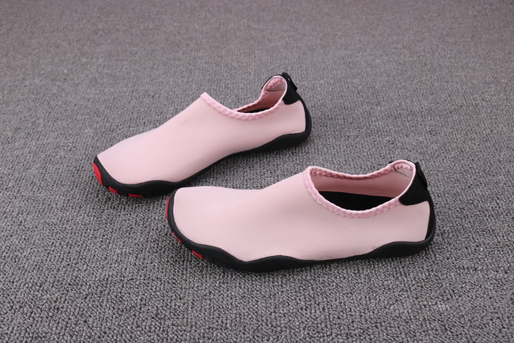 Drifting shoes are easy to carry, mens and womens convenient equipment in summer, anti slip trend, water and land dual-purpose cave shoes, sandals and sandals