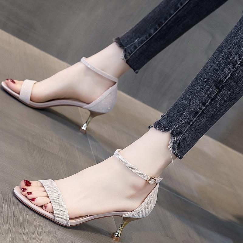黑色气质高跟鞋学生十八岁百搭简约一字凉鞋女2020年新款露趾中跟