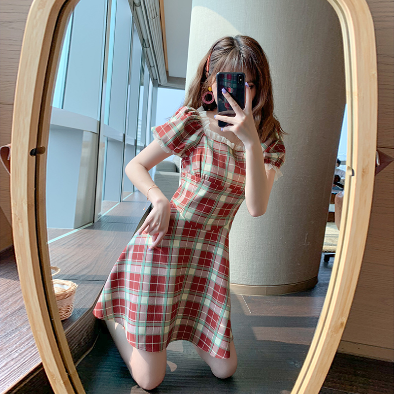 Hollowed out gentle retro dress summer 20 new bubble sleeve square neck short sleeve plaid pattern womens Platycodon skirt fashion