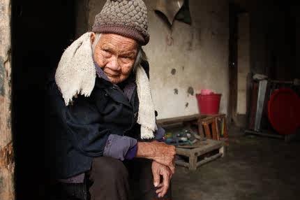 帮助烈士父母安度晚年 守护困难烈士父母 老兵 世界上最贵东西