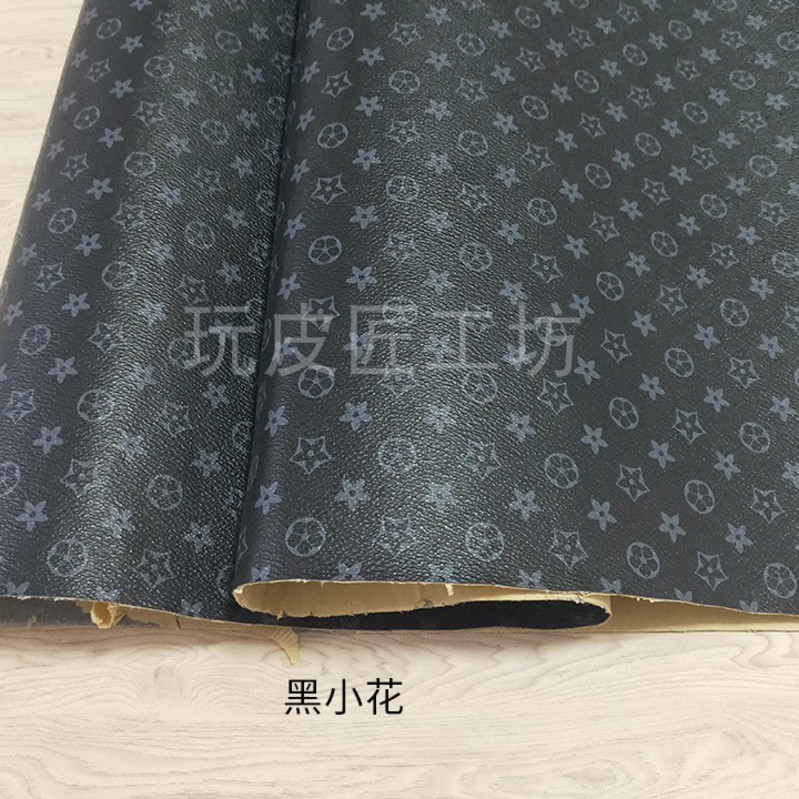 After tearing, the back glue leather fabric is pasted on the wood and iron wall, and the sofa tablecloth is mended