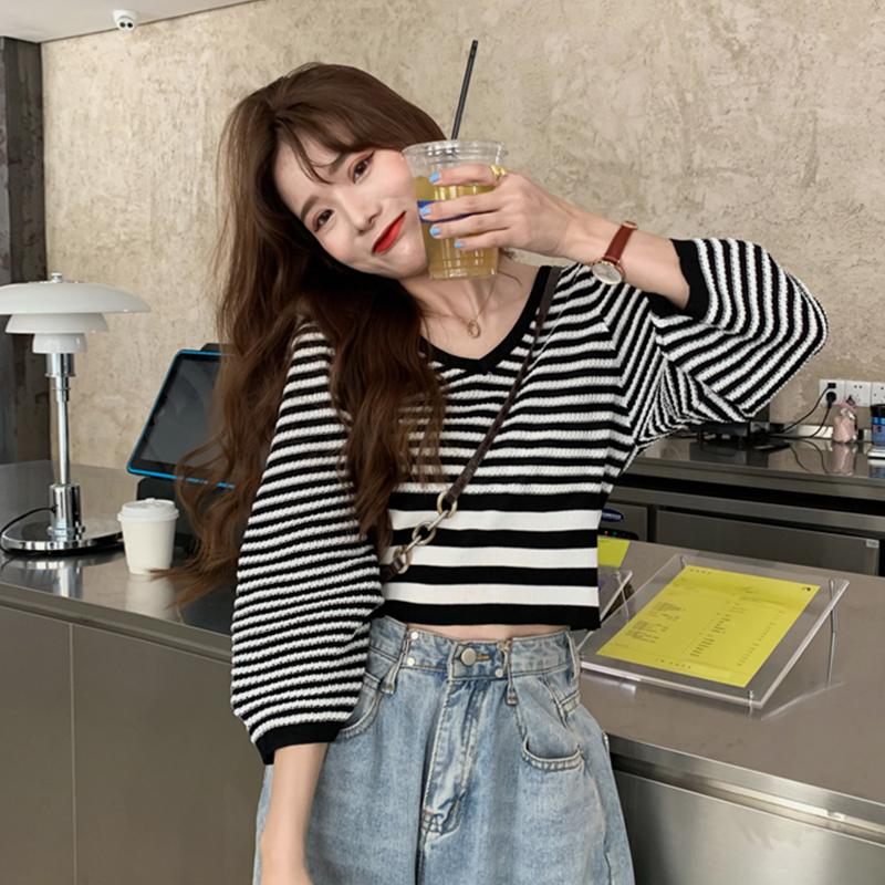 2020新款秋季韩版网红V领收腰短款上衣服洋气条纹七分袖针织衫女