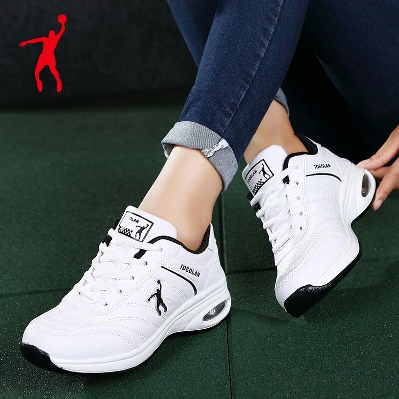 ジョーダングラードの女性靴春の夏の皮の防水運動靴の女性の白い靴のネットの顔の通気性の赤いレジャー靴