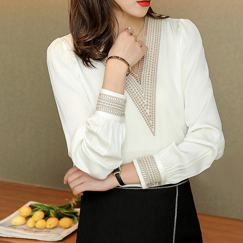White heavy silk shirt womens 2021 spring high-end Satin personalized V-neck embroidered long sleeve mulberry silk top