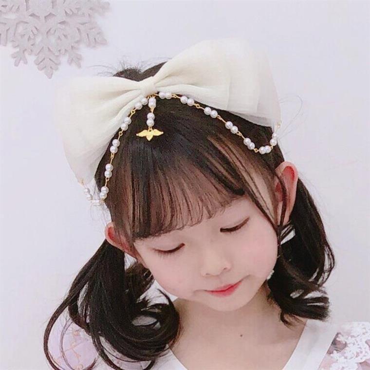 ロリータパールの髪飾りlolitaカチューシャの小物に姫のスカートのヘアピンを合わせました。
