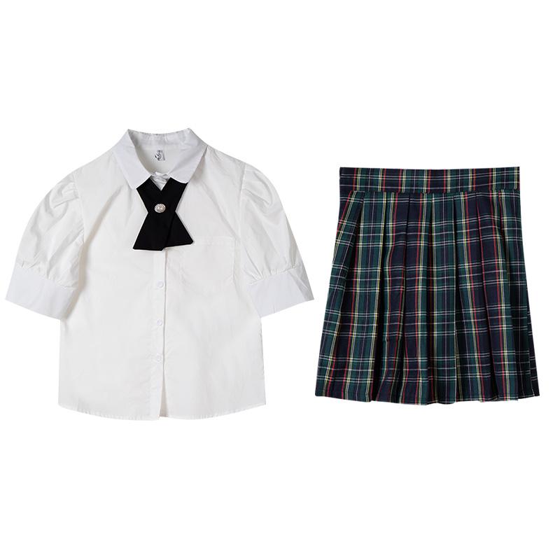丝绒半裙怎么搭配:丝绒裙搭配的上衣