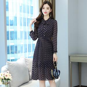 秋季新款雪纺连衣裙女中年妈妈遮肚子显瘦波点裙子长袖气质打底裙