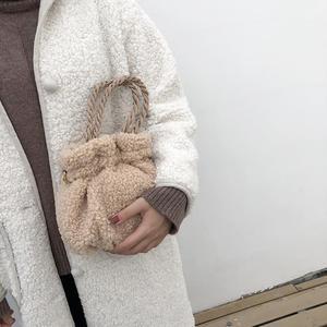 毛毛包包女2020冬季新款卷毛羊羔毛南瓜包毛绒小包手提斜挎水桶包