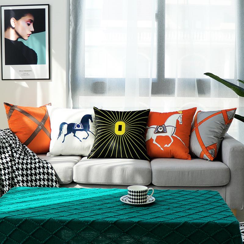 轻奢样板房沙发客厅橙色腰枕抱枕