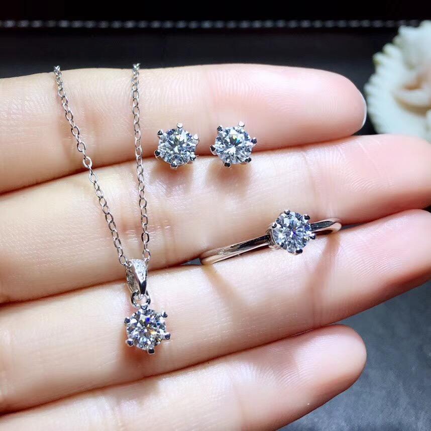 简约50分莫桑钻戒指吊坠耳钉项链套装女 d色莫桑石仿真钻石结婚