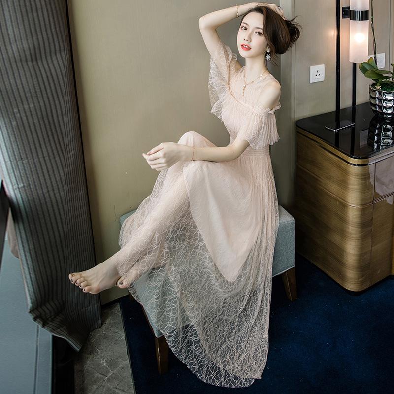 一字肩蕾丝连衣裙修身2020新款仙女裙露肩长裙女夏网纱裙子沙滩裙