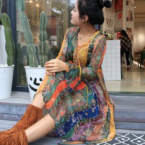 波西米亚春装新款女V领喇叭袖复古中长裙印花蚕丝真丝碎花连衣裙