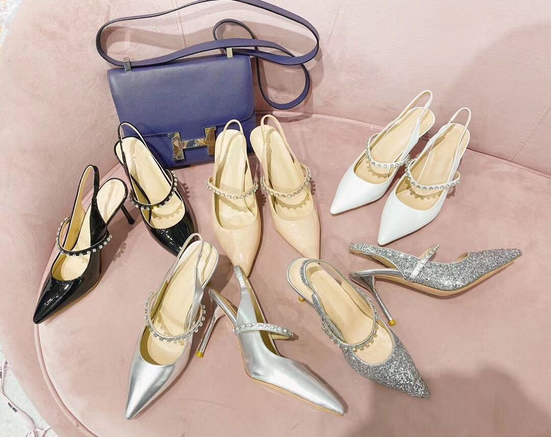 2020 new Miu Rhinestone with high heel and pointed point leather single shoe, back empty sandal sequins show thin