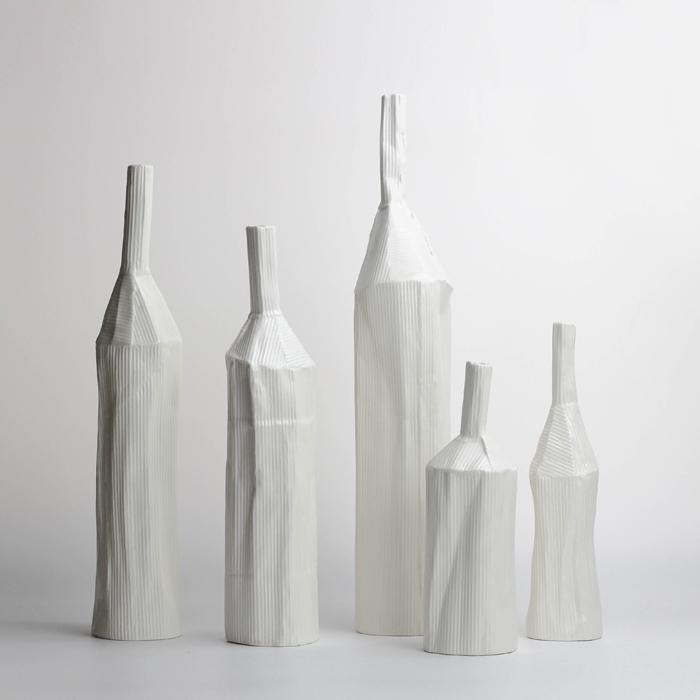 元素の丘北欧ins現代シンプル陶芸室内のデスクトップの見本室の間に花瓶の装飾品が創意的に陳列されています。