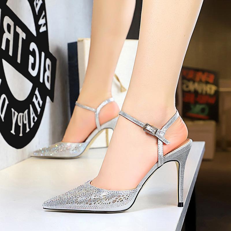 李溪芮同款高跟鞋2019新款百搭细根镂空水钻一字带搭配裙子的凉鞋