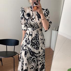 韩国chic早春复古优雅立领显瘦收腰泡泡袖中长款抽象印花连衣裙女