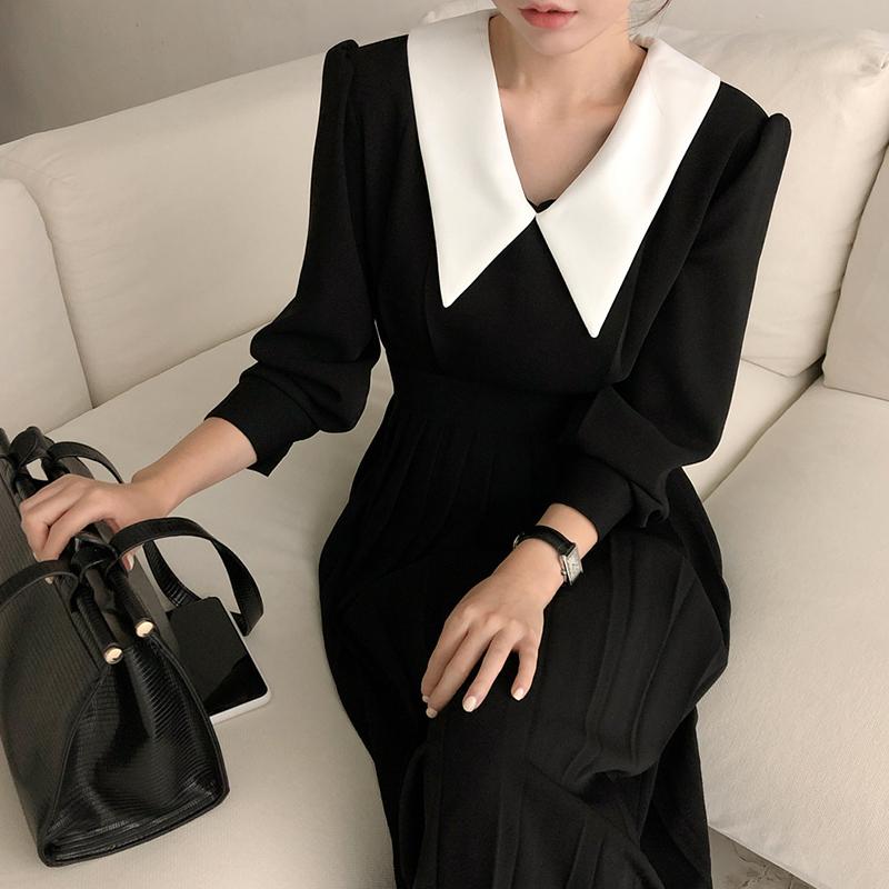 韩国chic秋季赫本风翻领拼接撞色显瘦收腰长袖百褶连衣裙小黑裙女图片