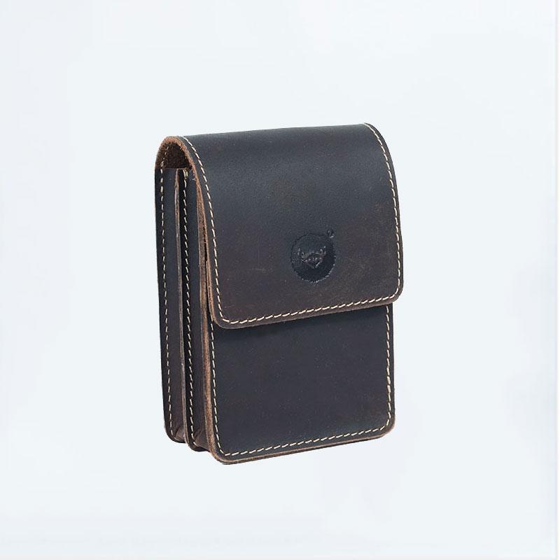 手作りの牛革の財布の真皮の外側の輸入牛革とカジュアルなレトロな男性の携帯電話のタバコ入れを包んで腰掛けをします。