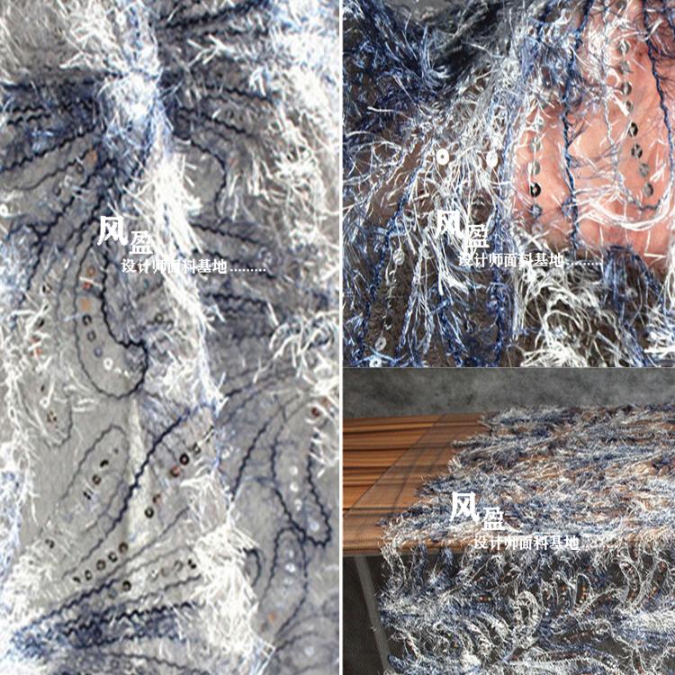 青のグラデーションの羽の服のデザイナーのオリジナルデザインのグラデーションの細い布は道具を撮影するのに使います。