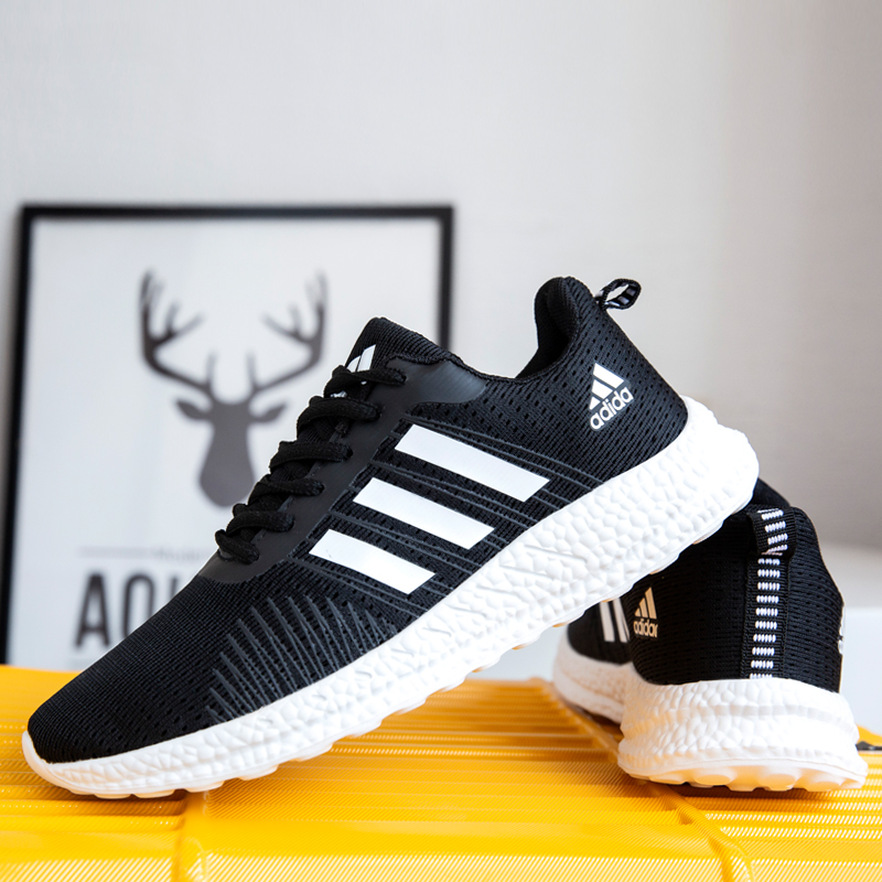 2020 new mens shoes summer breathable mesh sports casual shoes lovers ultra light running shoes Korean version womens shoes