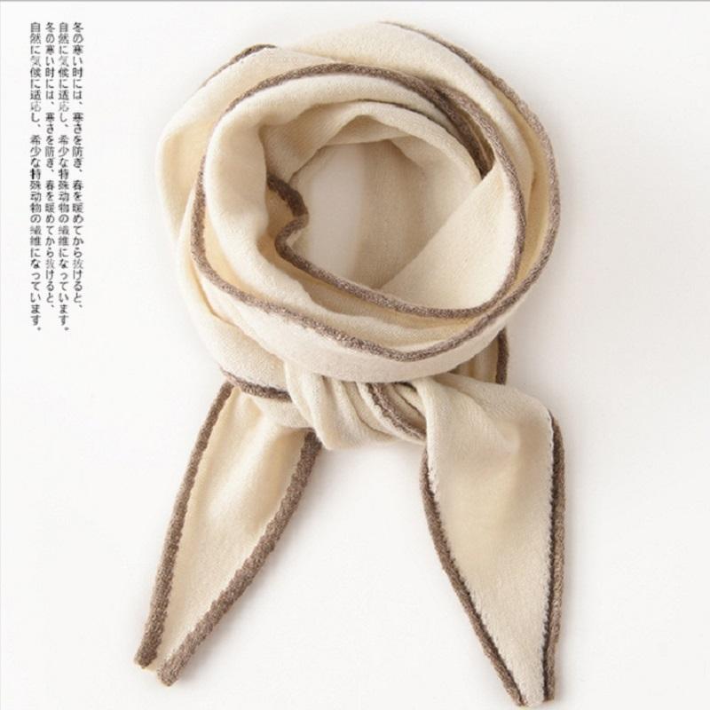 ニットの小さいマフラーの純粋なカシミヤの三角スカーフは薄いタイプの女性と秋の装飾を組み合わせています。