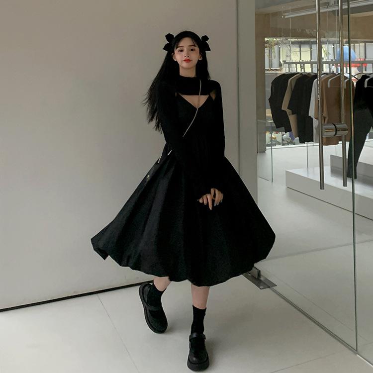 吊带连衣裙女装春季2021新款法式小黑裙收腰显瘦叠穿裙子两件套.