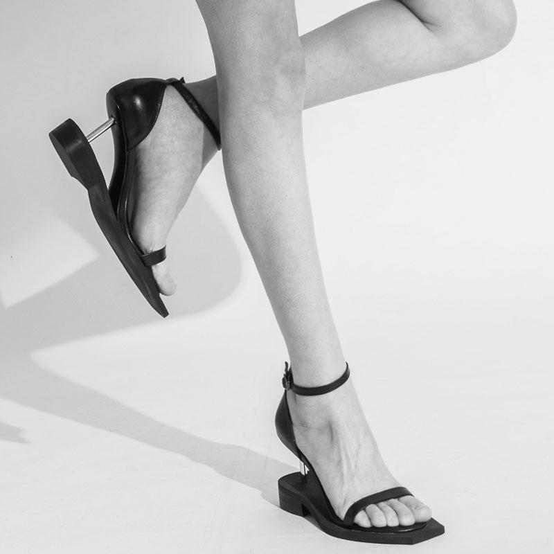 女神2020夏季新款欧洲站钉子跟高跟凉鞋女包跟露趾方头异形跟女鞋