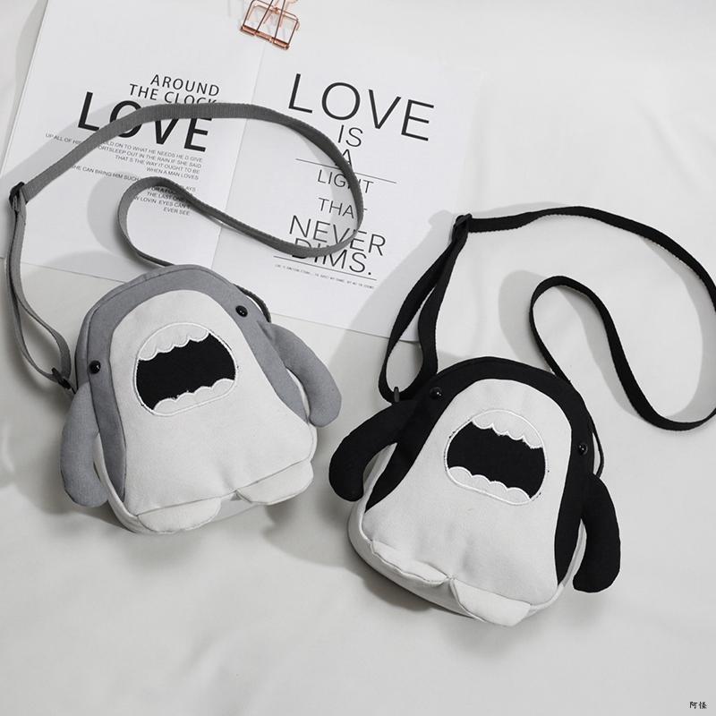 韩国ins丑萌可爱小包包女小鲨鱼斜挎包日系原宿风学生搞怪帆布包图片