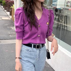 雏菊刺绣冰丝针织开衫女2020夏新款小香风V领泡泡短袖紫色薄上衣图片