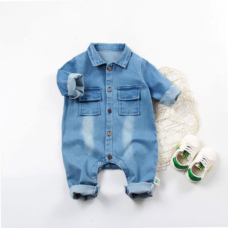 赤ちゃんの服春季の男性の赤ちゃんのカウボーイの連体の服の純綿の哈衣の春服は新生児の外出服の春秋に従います。