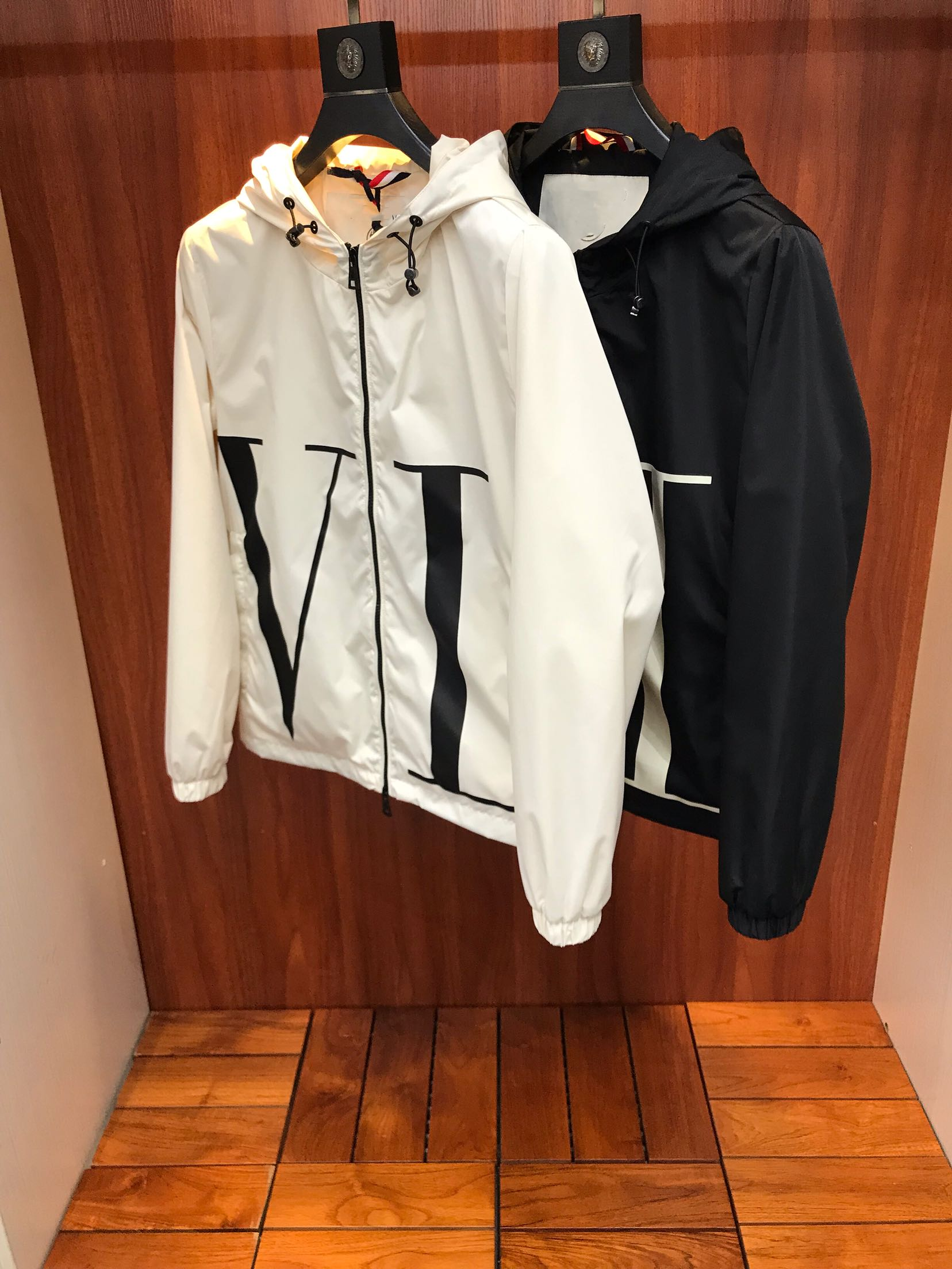 19 spring and summer new mens co branded letter printing waterproof windproof hooded thin jacket windbreaker coat mens