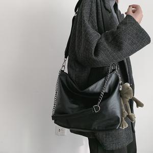 网红链条包包女2020新款潮斜挎百搭学生ins单肩斜挎大容量水桶包