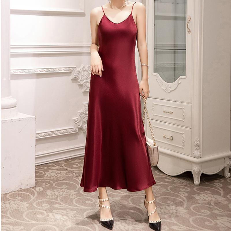 日本进口2020新款三醋酸缎面吊带连衣裙流行大码修身春夏百搭长裙