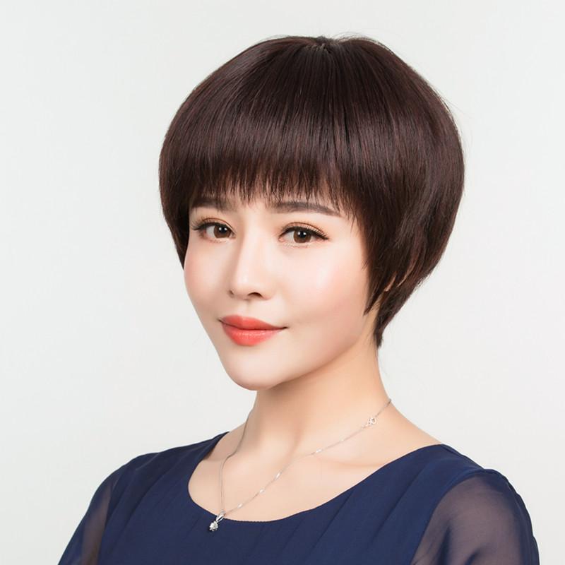 かつらの女性のショートヘアは本当にお母さんの短いストレートの女性の中高年の丸顔の真人の髪の毛の1本の花のかつらを出します。
