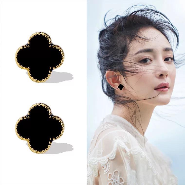 Four leaf clover Earrings South Korea East Gate black femininity fashion versatile personality simple versatile anti allergy Earrings