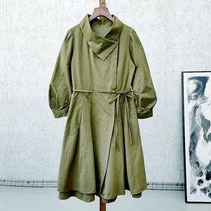 时尚团 郁系列 20秋新 时尚~ 褶皱收腰大摆中长款裙式风衣外套 女