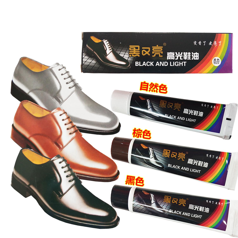 黒と明るめの靴油3本に、光沢のある黒ジャケット、透明ケア用品、高級皮革白