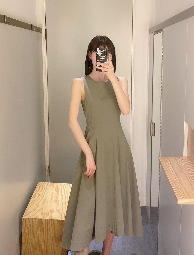 极简cos风卡其绿束腰褶裥无袖棉前短后长21夏新品灰绿女装连衣裙