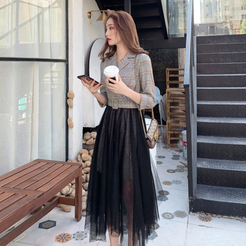 Temperament dress women 2020 spring dress Korean 7 / 3 Sleeve Plaid suit top mesh skirt stitching two pieces