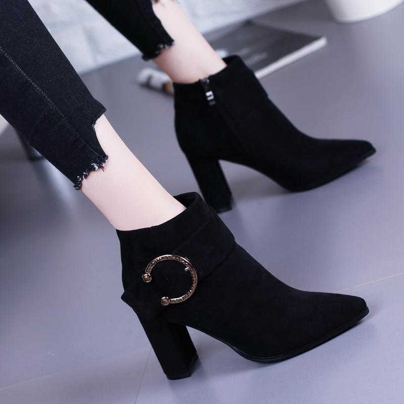 欧美复古粗跟短靴女马丁靴33码2019冬季新款皮带扣尖头高跟鞋小码