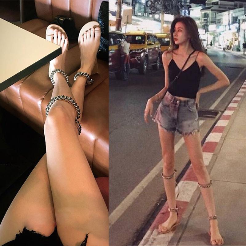网红凉鞋女超火2019新款金属链条两穿套趾绑带平底度假罗马凉靴子