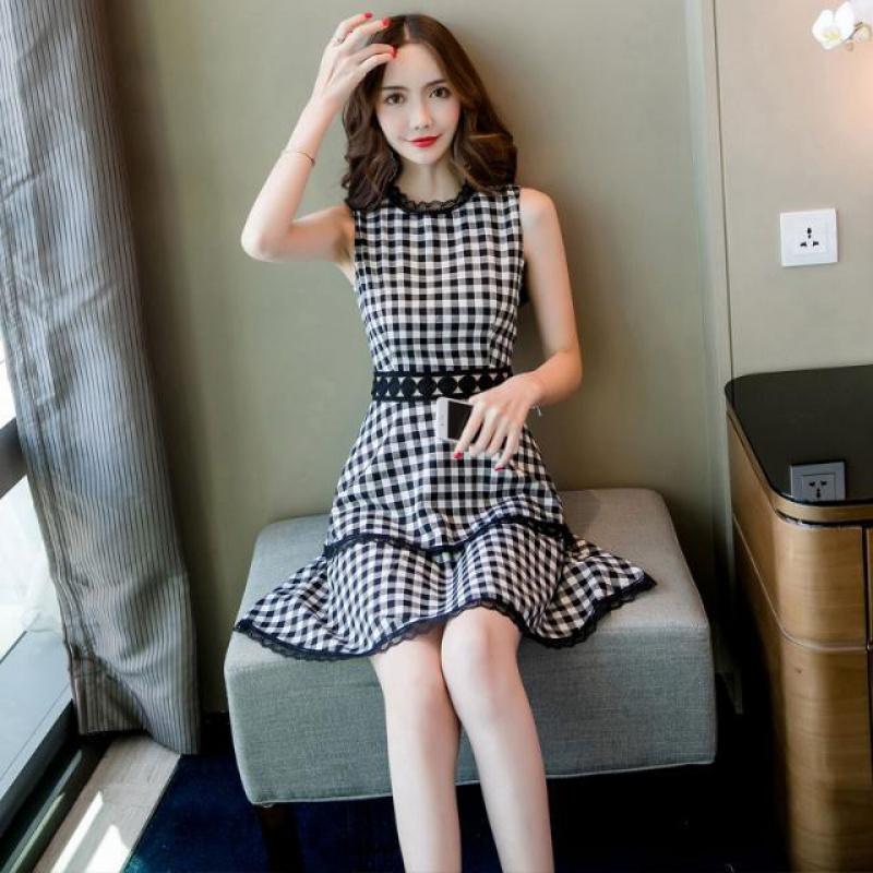 2020 summer new fashion Korean womens sexy lace lace Plaid panel sleeveless puff cake dress