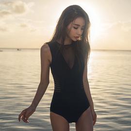 韩国泳衣女ins风连体遮肚显瘦性感比基尼小胸聚拢保守温泉泡澡服