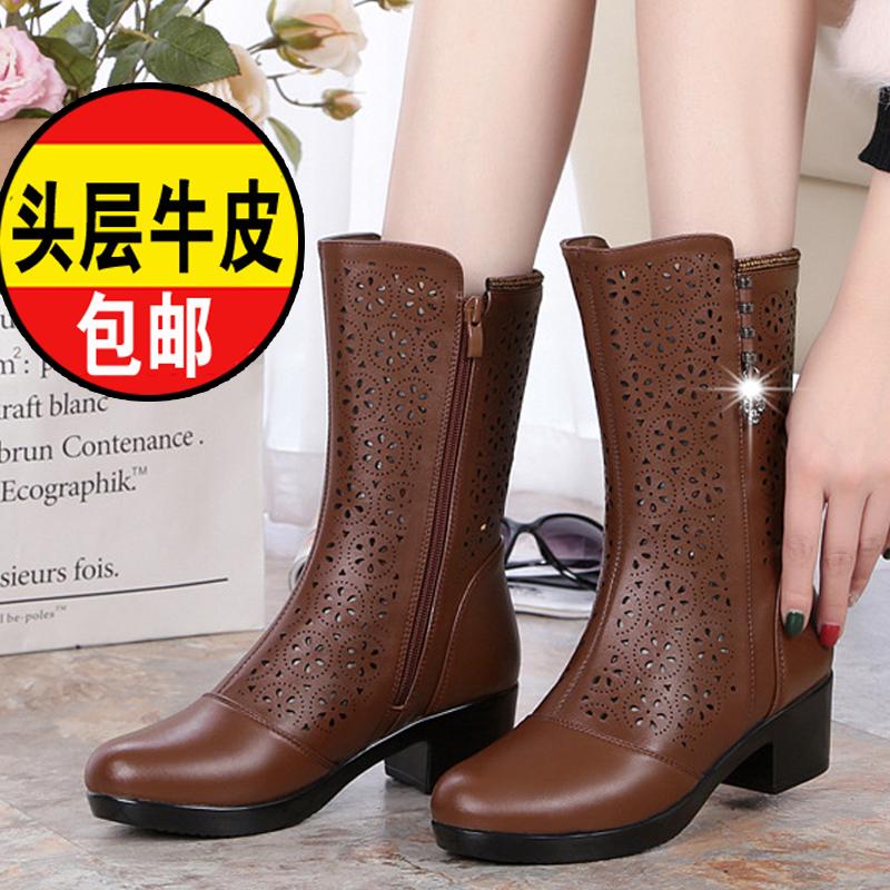 真皮のブーツ女性は秋に透かして作った冷たい靴の中で、お母さんは踊っています。