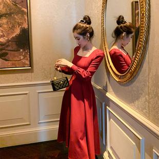 赫本风红色方领长袖连衣裙女2020新款秋气质泡泡袖法式复古长款裙图片
