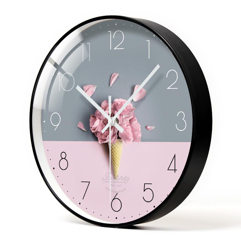 客厅时尚装饰钟表餐厅卧室网红挂墙挂钟家用免打孔超静音创意时钟