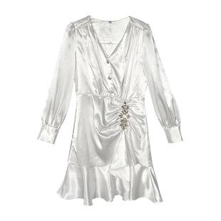 2020年新款女法式復古裙V領收腰顯瘦緞面不規則連衣裙白色仙女裙