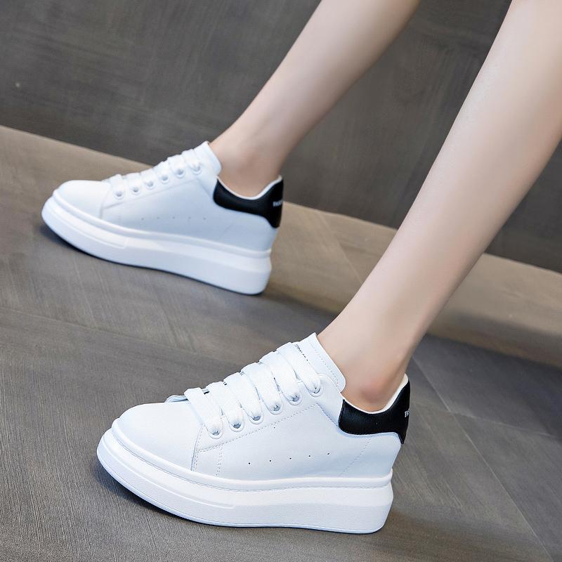 板鞋女2021新款真皮鞋子百搭厚底松糕鞋内增高女鞋运动春季小白鞋